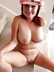 Amateur older momma playing herself