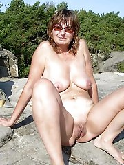 Kinky mature girl in perfect shape