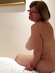 Cock hungry experienced momma getting nude on pics