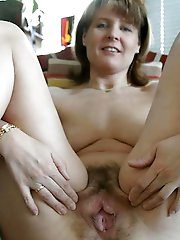 Mature mom posing naked on pics