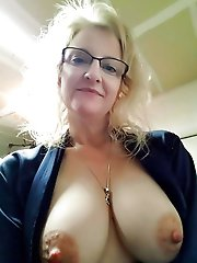Sexy mature cougar spreading her pussy
