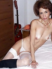 Curvy mature gilf having fun