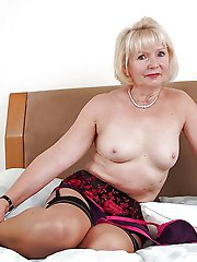 Juicy older housewife exposing her hot lines on picture