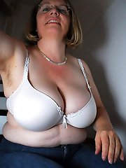 Exciting mature dame trying to seduce